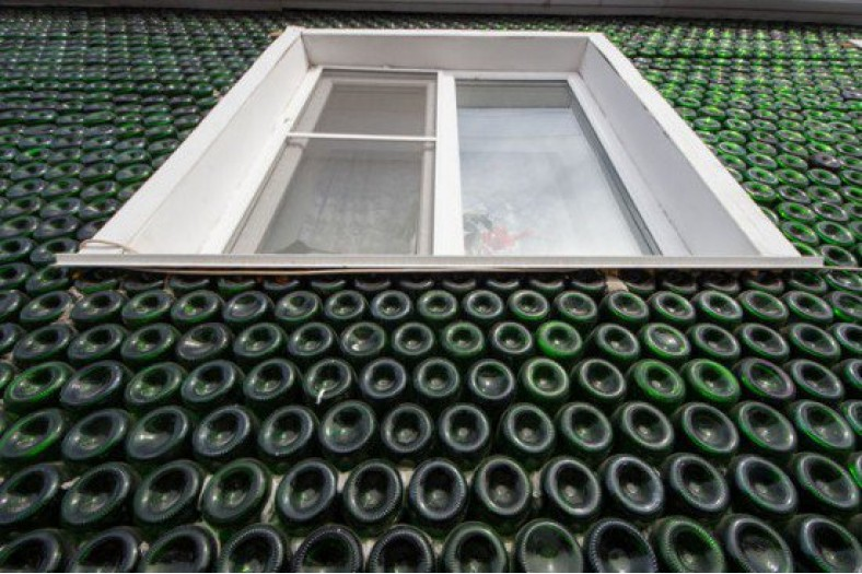 champagne-bottle-house2-550x366